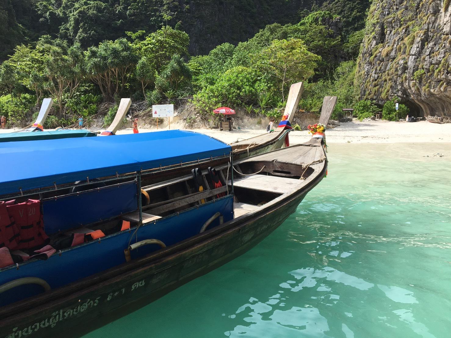 アジアの海での船